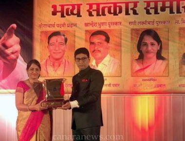 Mrs.Summan Agrawal receives Rani Laxmibai Award.