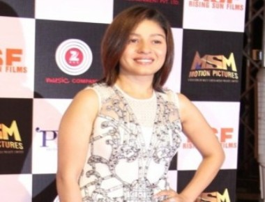 Slim Sunidhi to flaunt Rs.300,000 outfit!