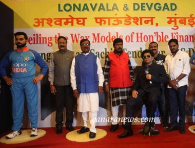 Sunil Kandalloor of Sunil's Wax Museum, Lonavala make new wax models