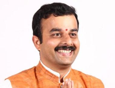 Karkala MLA V Sunil Kumar helps man to be admitted in hospital