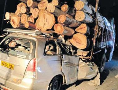 7 die as SUV crashes into lorry near Shivamogga