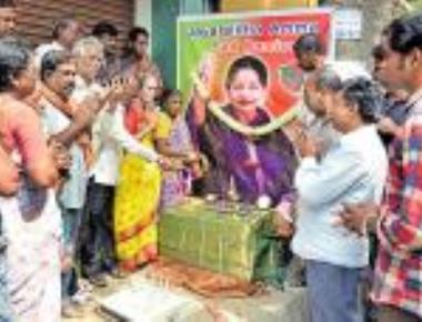 Bengaluru Tamils mourn Amma's loss