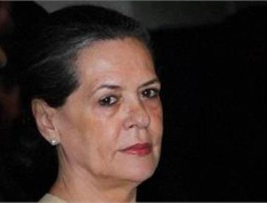 Sonia to meet Mamata, Maya to forge oppn unity for Prez poll