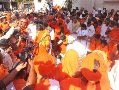 Tontada seer laid to rest; Siddarama Swami successor