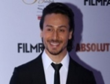 Tiger Shroff pays tribute to father in 'Munna Michael'