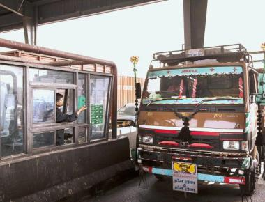 Shutting five toll booths will cost Rs. 250 crore annually