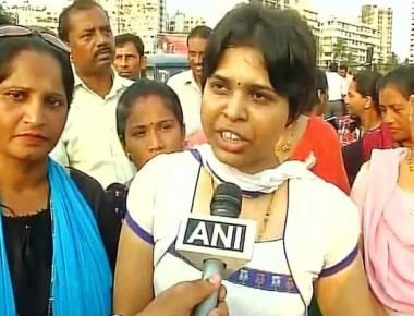 Trupti Desai enters Haji Ali dargah, serves 15-day ultimatum to trustees to allow women