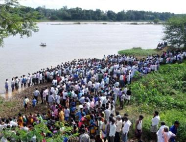 13 persons drown in Tungabhadra during Ganesh idol immersion