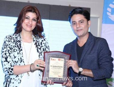 Twinkle Khanna honours World famous astrologer Sundeep Kochar at INIFD