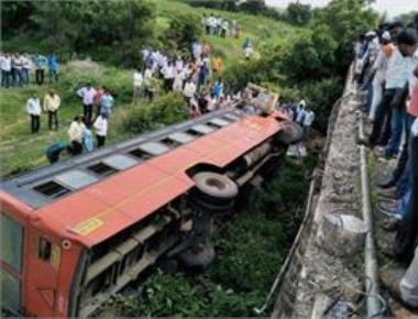 Bus carrying university staff falls into gorge in Maha; 33 killed