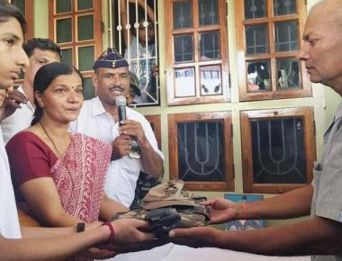 Subedar Ekanath Shetty's uniform handed over to family members