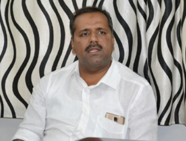 Khader assures of providing necessary facilities to endosulfan victims