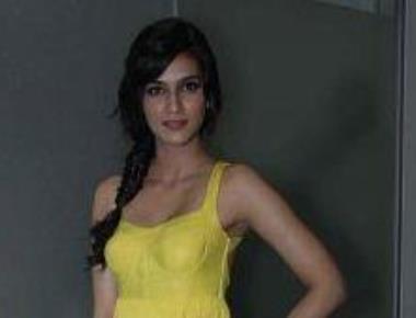 Varun helped me to perform well in 'Dilwale': Kriti Sanon