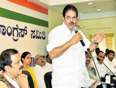 Stop BJP from coming to power, Venugopal tells Congmen