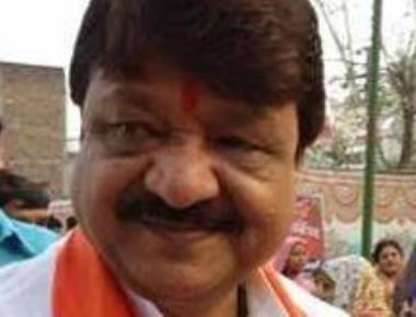 Vijayvargiya retracts Shah Rukh tweets, BJP says not its view