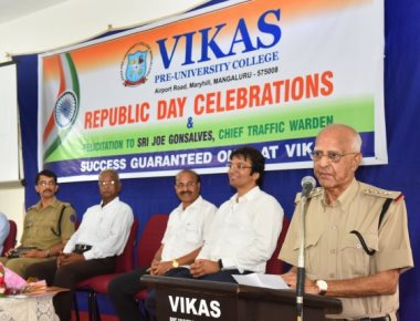 Vikas PU College honours chief traffic warden Joe Gonsalves on R-Day