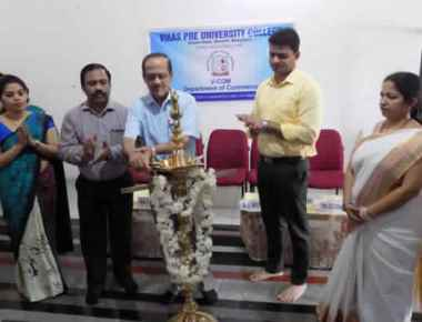 Vikas PU College observes Commerce Day