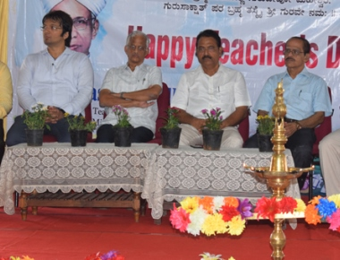 Vikas PU College students pay tribute on Teachers' Day