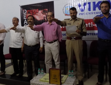 'Say no to drugs' - Students at Vikas College take oath in DCP Hanumantharaya's presence