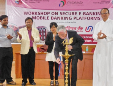 Virtual, mobile banking workshop held at St Aloysius College