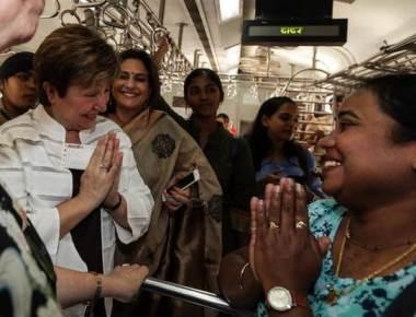 World Bank CEO commutes in Mumbai train