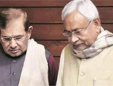 Nitish, Sharad supporters clash outside CM's house