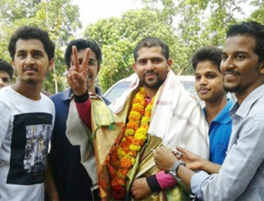 Young soldier Zubair gets rousing reception at hometown